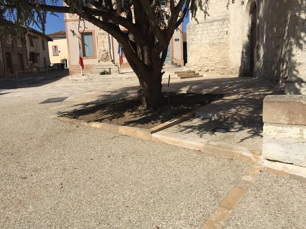 Aménagement urbain de la commune de Vazerac avec rénovation des réseaux eaux usées et eaux pluviales avec pose de bordures par EMTP Florès, entreprise TP Montauban