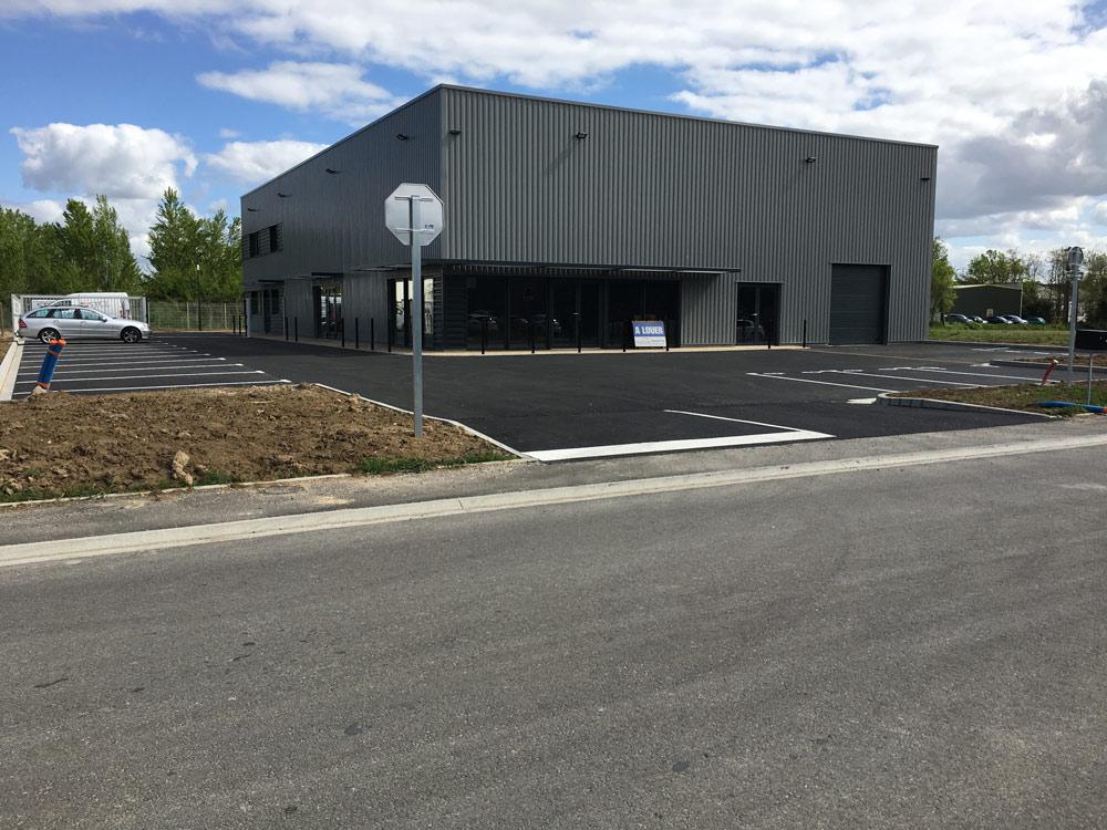 Réalisation de terrassement et VRD autour de bâtiments industriels par EMTP Florès, entreprise TP Montauban